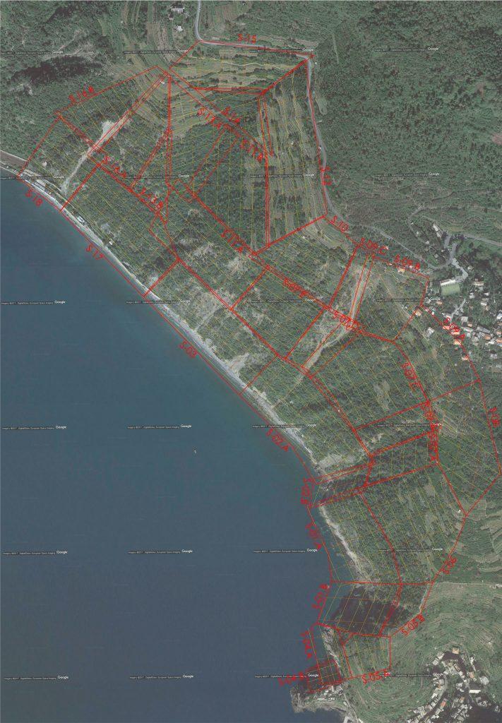 Immagine con indicazione dei limiti delle aree rilevate da missioni di volo con drone e traiettorie delle missioni programmate
