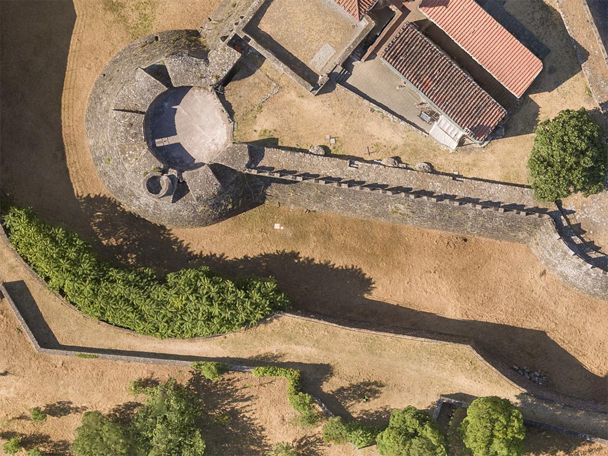 Porzione di fotografica ortorettificata di fortezza medievale