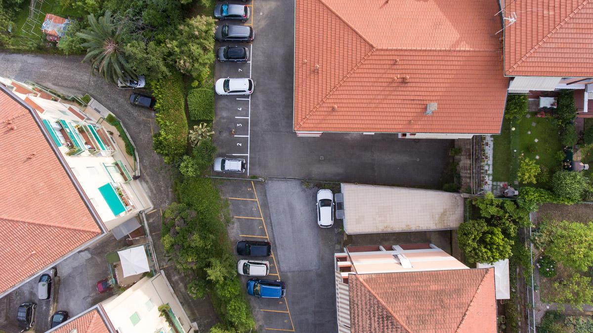 Foto aerea raffigurante un ambito urbano ripresa da drone durante rilievo aerofotogrammetrico