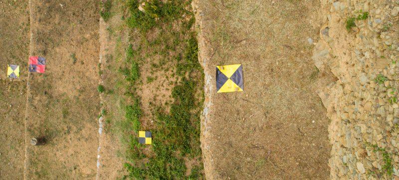 Immagine di target artificiali a terra in un rilievo aerofotogrammetrico