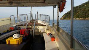 fotografia dell'attrezzatura impiegata nel rilievo durante il trasporto in barca