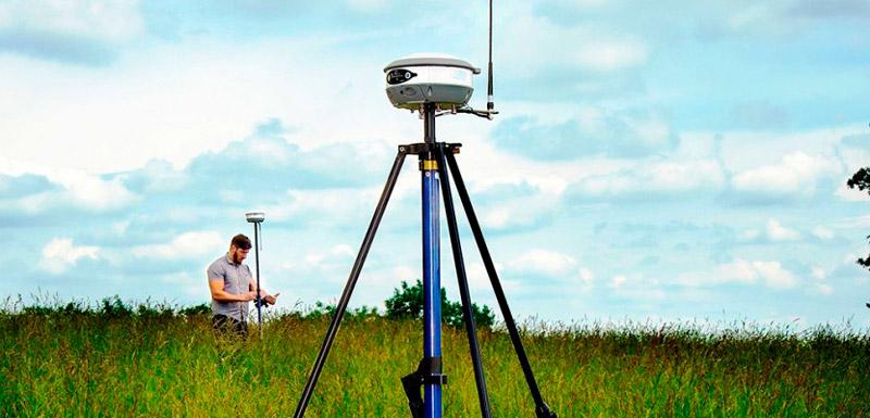 Immagine che rappresenta l'uso del GPS in modalità RTK con Base e Rover