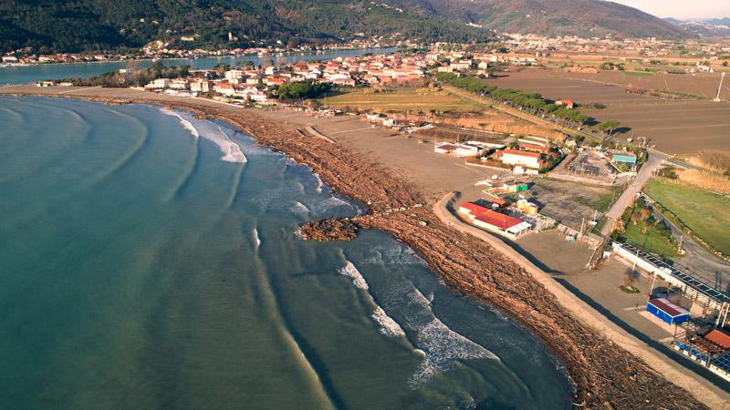 Fotografia area da APR di litorale sabbioso alla foce del fiume Magra