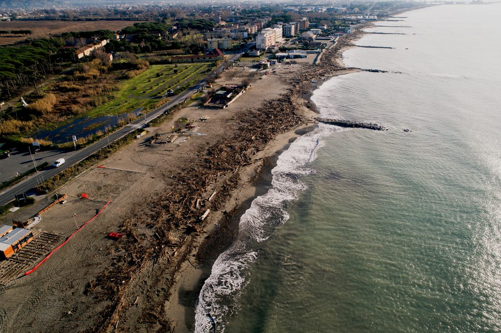 Fotografia area da APR di litorale sabbioso al confine tra Liguria e Toscana
