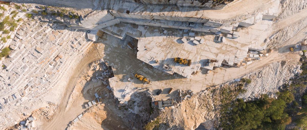 Immagine area della cava di marmo oggetto di rlievo e studio di approfondimento