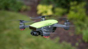 Immagine del drone DJI Spark in volo