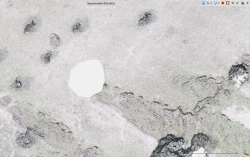 Immagine che mostra la rimozione di elementi selezionati con il Segment Tool in Cloud Compare
