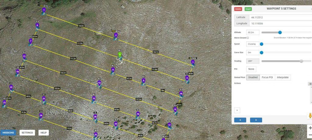 Immagine che mostra Litchi Mission Hub ed una rotta di volo adattata al terreno sottostante