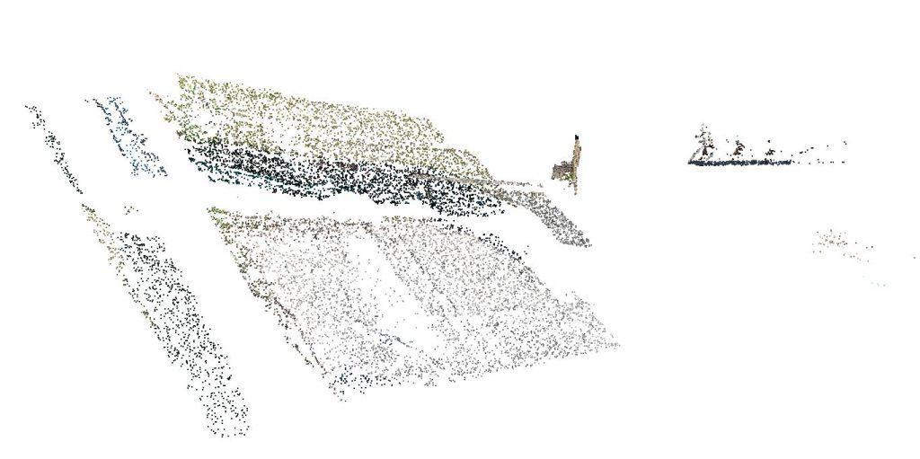 Immagine che mostra il mancato allineamento tra fotografie nadirali e fotografie frontali in un software di elaborazione fotogrammetrica