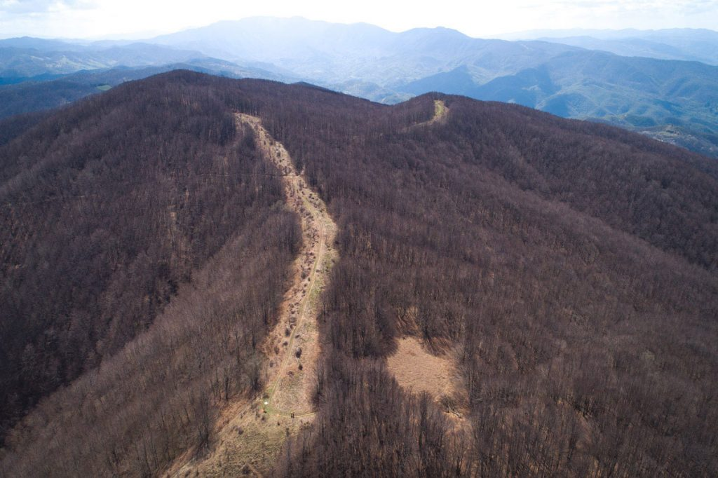 crinale montuoso rilevato con aerofotogrammetria da drone pr parco eolico