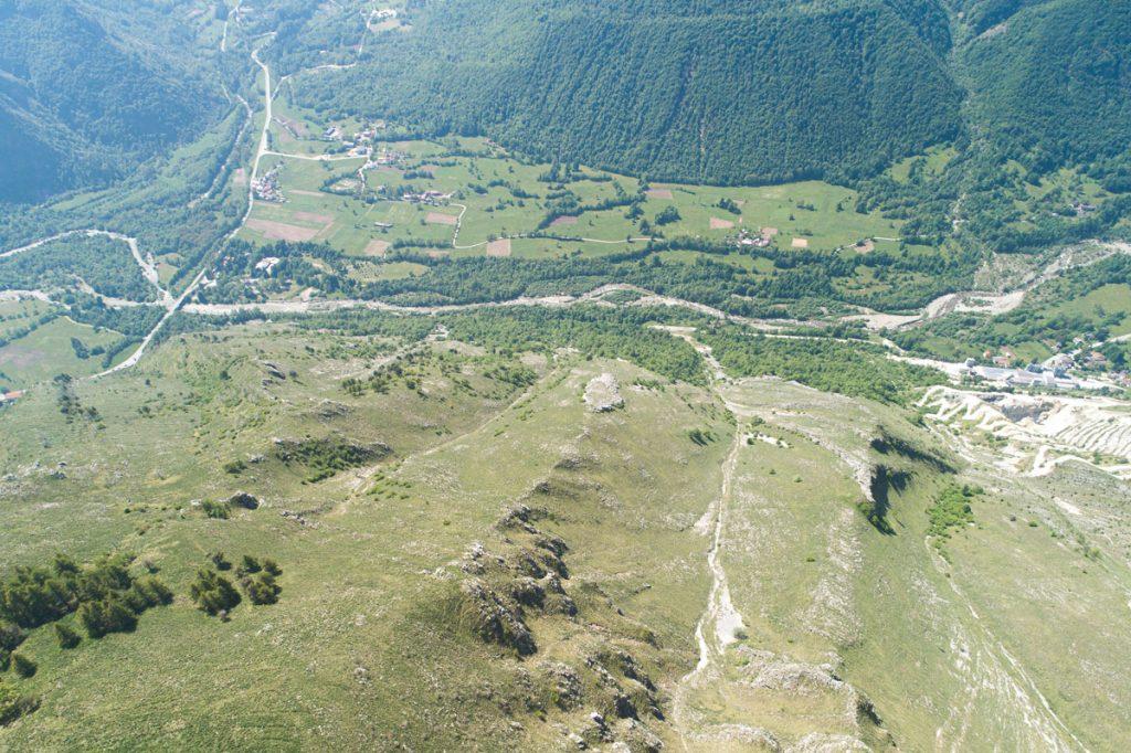 Vista aerea del fondovalle dal Monte La Piastra