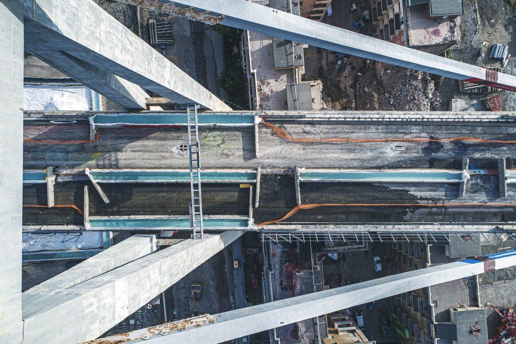 Ponte Morandi - fotografia aerea dell'impalcato sulla pila 11