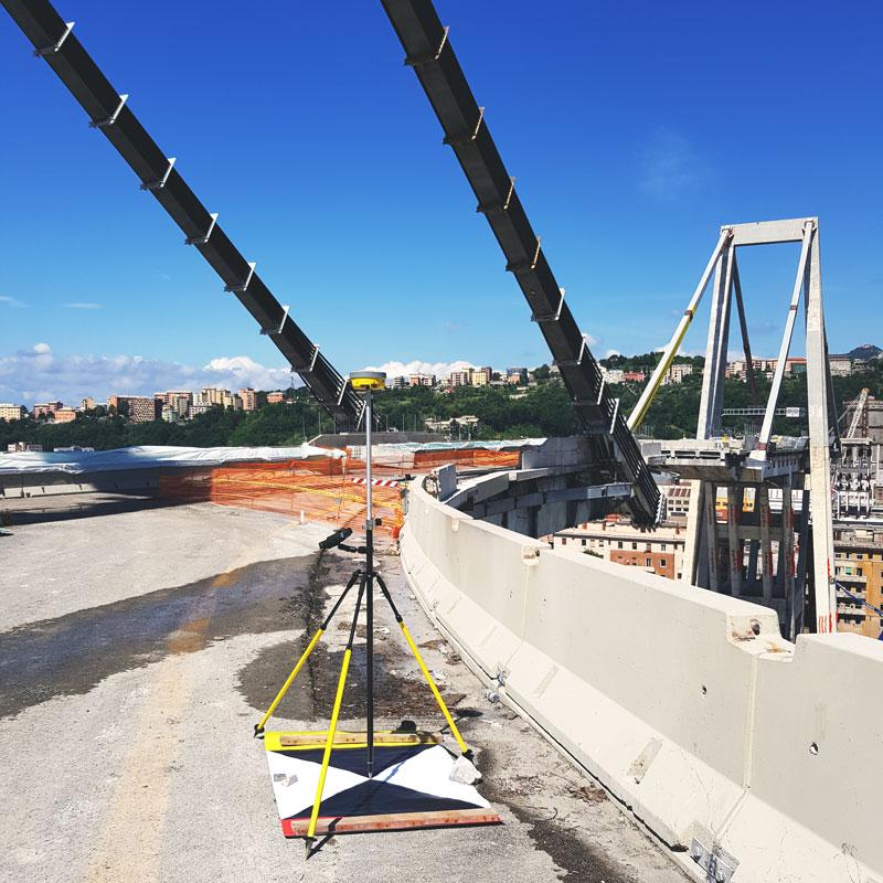 Rilievo Ponte Morandi - target sulla rampa di accesso e misure GNSS