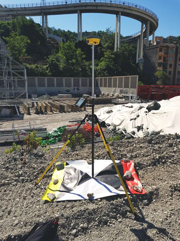 Rilievo Ponte Morandi posizionamento target a terra e misure GNSS