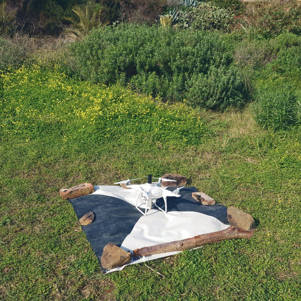 drone con gps rtk sopra un target di posizione nota