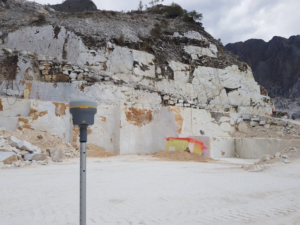 Antenna GNSS R12i nelle cave di marmo di Carrara