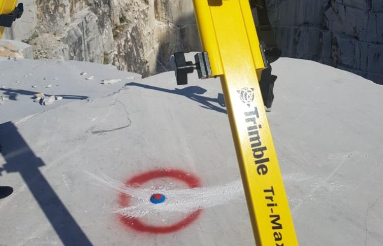 caposaldo materializzato a terra tramite chiodo topografico